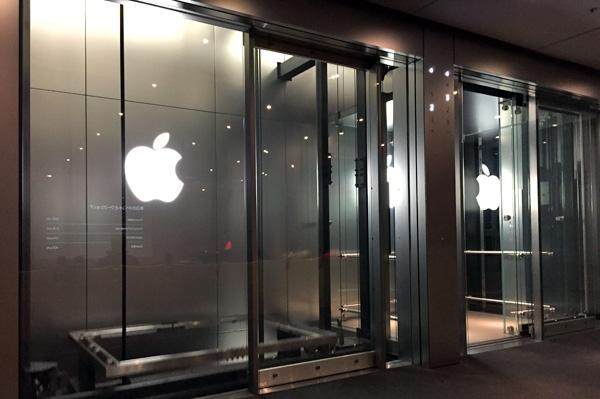 アップルストア銀座に行って、動画編集(iMovie)のワークショップを受講してきました。 | アップルストア銀座のガラス張りのエレベーター