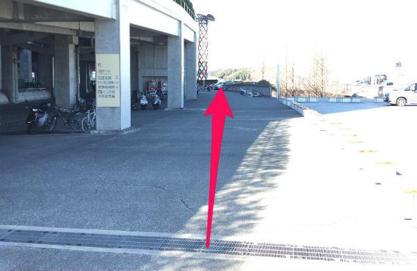 新横浜駅(日産スタジアム東ゲート広場)から「球技場」へ行くルートを紹介(写真付き)3